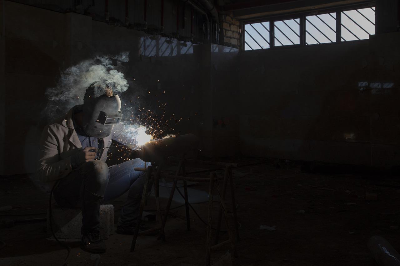 Figury Lichtenberga, czyli wypalanie w drewnie prądem