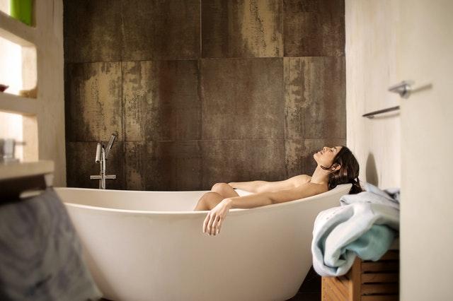 Wanna z prysznicem - cena, opinie, czy warto?