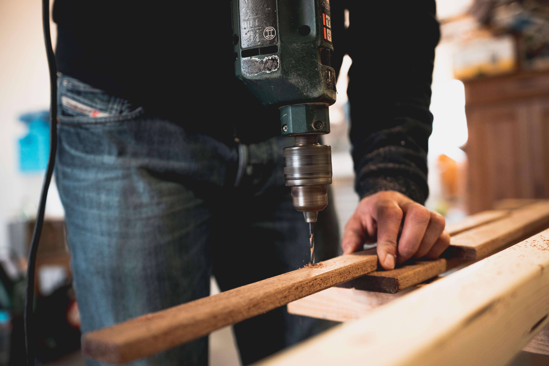 Wiercenie długich i dużych otworów w drewnie