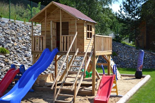 Jak zrobić domek dla dzieci - projekt, wymiary, budowa domku