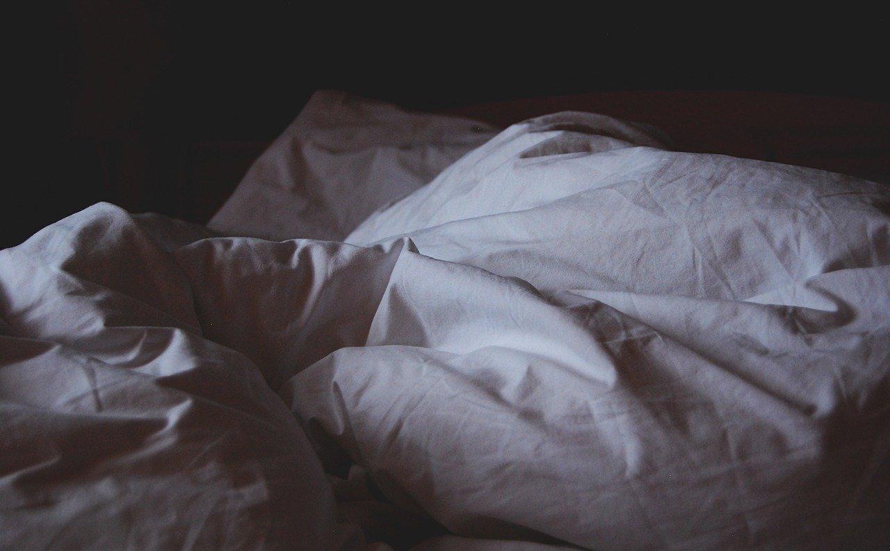 skrzypiące łóżko