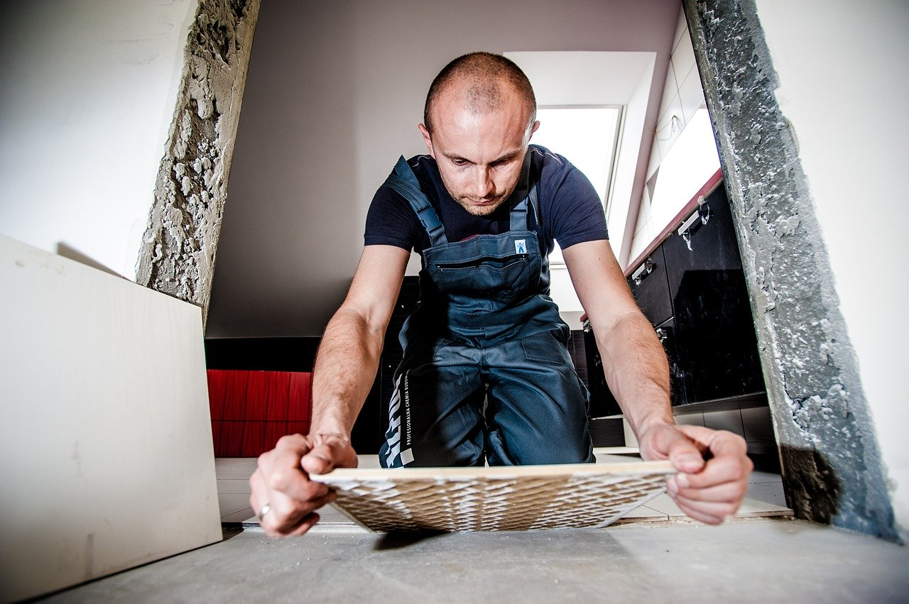 płytki podłogowe do kuchni montaż